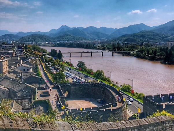 浙江一座江南长城,有着1600多年历史,门票65元游客却不多