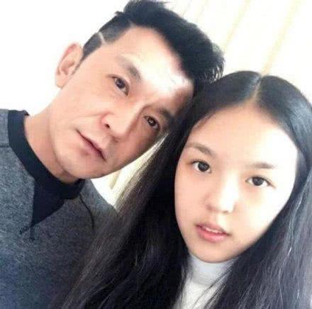 李咏的女儿法图麦真正是女大十八变,越长越漂亮关键身材好