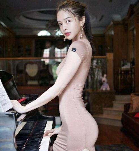 """""""钢琴女神""""李元玲,身材不输""""吉娜""""上围傲人,难怪宅男喜欢"""