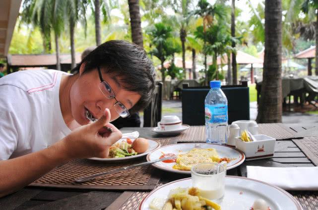 柬埔寨土豪来中国游玩,消费1千元后很疑惑:怎么没人喊我土豪?