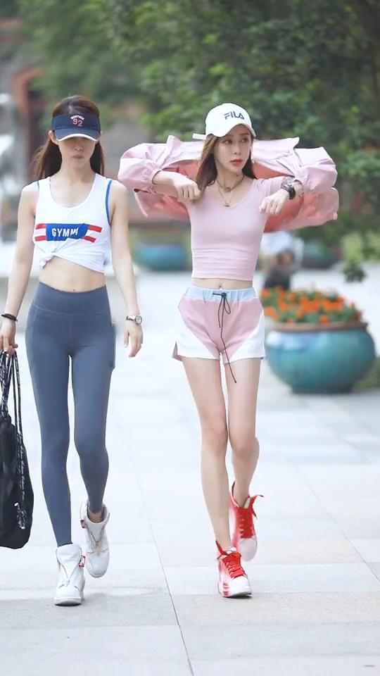 时尚街拍:不同风格的小姐姐,哪种是你喜欢的类型?