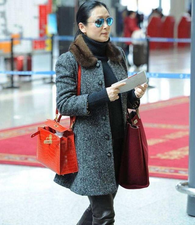 51岁陈红是真美,脸部肌肤再松垮下垂,还是没有一丝大妈的气息