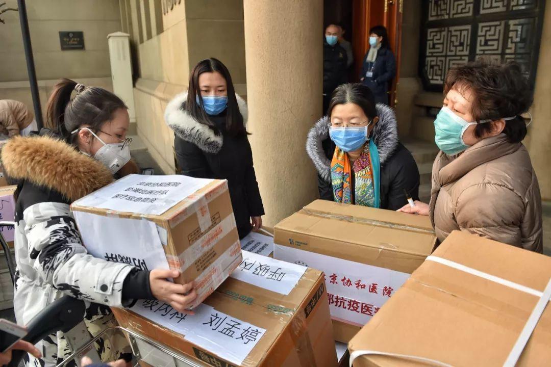 中央指导组看望慰问武昌医院院长刘智明家属