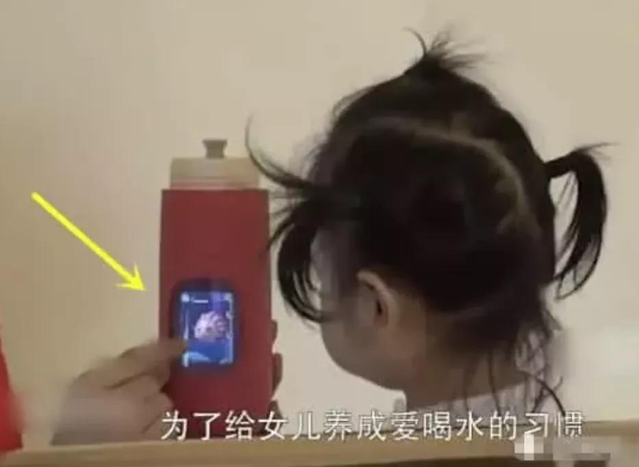 包贝尔到底多有钱?女儿用的杯子能看电视,赵公子果然是大手笔!