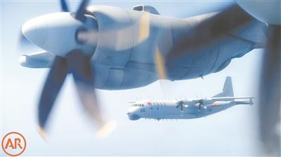 海军航空兵某师战机在南海上空联合巡逻。李树文 摄