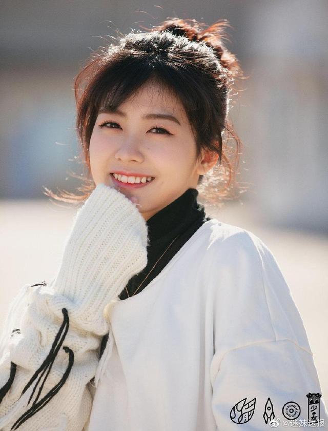 赖美云最新写真图,扎着可爱的丸子头,看到她的笑容让人心情大好