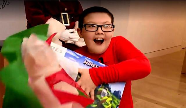 男孩放弃300美元游戏机,给流浪汉买毯子,公司为他送上圣诞惊喜