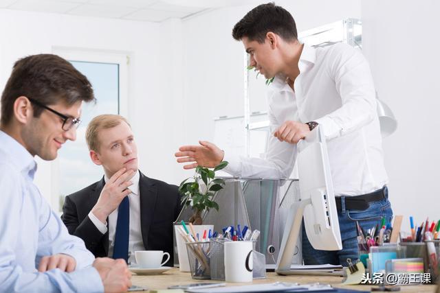 """小伙初入职场,每天被同事呼来唤去,教你3招拒绝做""""软柿子"""""""