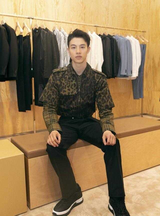 《新世界》徐天上杂志,牛仔衣喇叭裤
