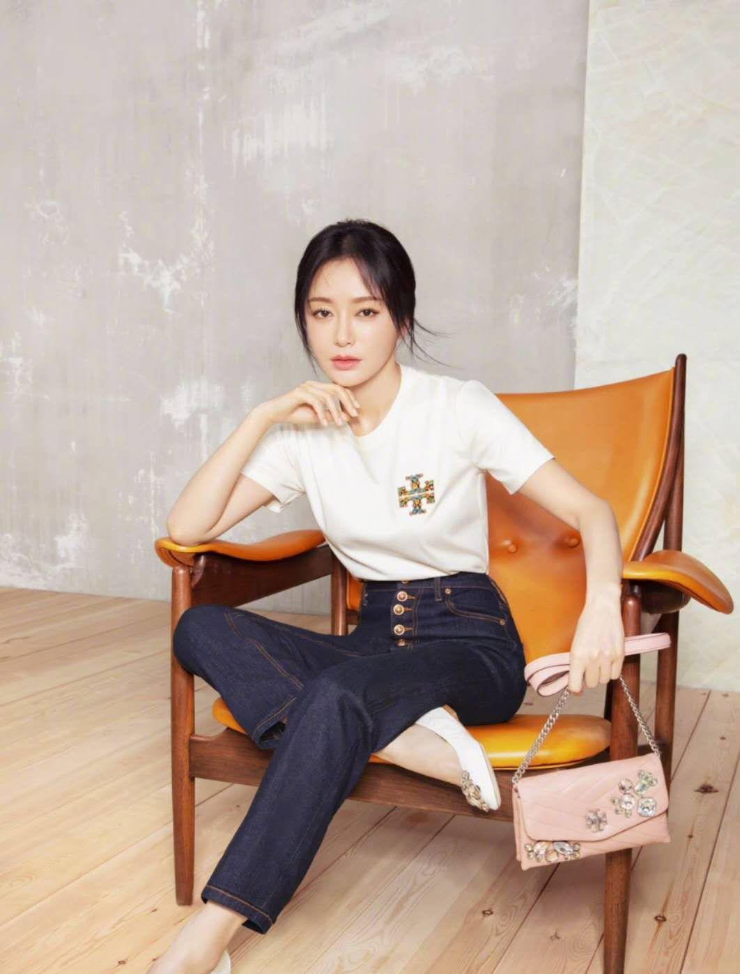 秦岚新大使官宣!宣传大片优雅大气,38岁的她时尚资源令人羡慕
