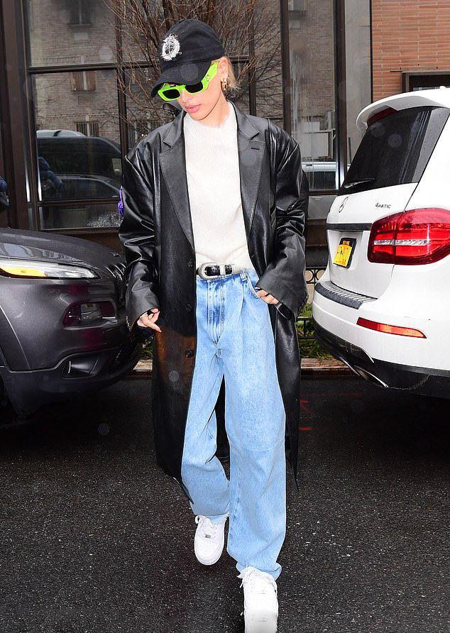 老爹系列又流行起来了 除了老爹鞋 你还需要一条老爹牛仔裤
