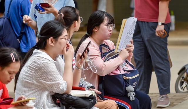 女生自考本科,学前教育、汉语言文学,到底哪一个更好就业?