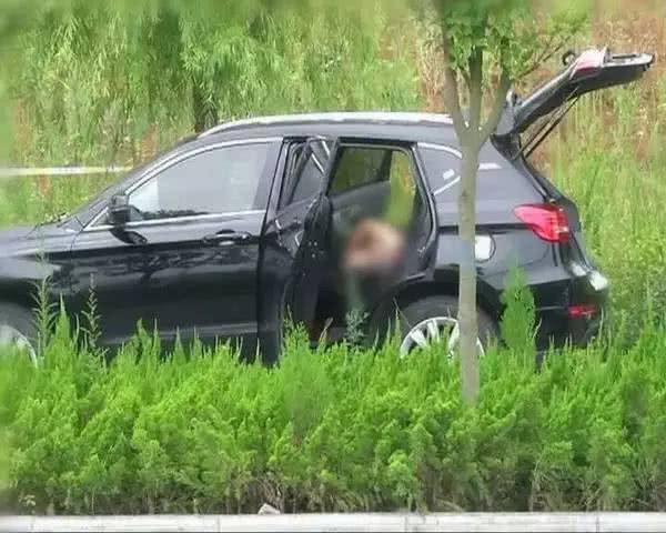 死于三天之内_一男一女玩火过度,第二天被发现死于车内,两人非夫妻-新浪汽车