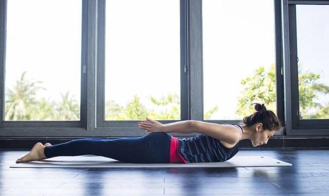 劉濤曬出瑜伽照,腹肌美腿很搶鏡,瑜伽的魅力真有那么大?圖片