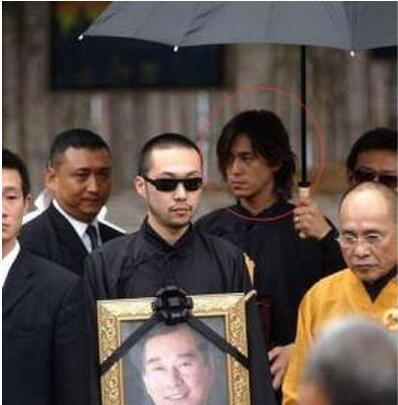 竹联帮陈楚河_竹联帮为他举行了浩大的葬礼,参与葬礼的陈楚河才惹起了媒体的留意.