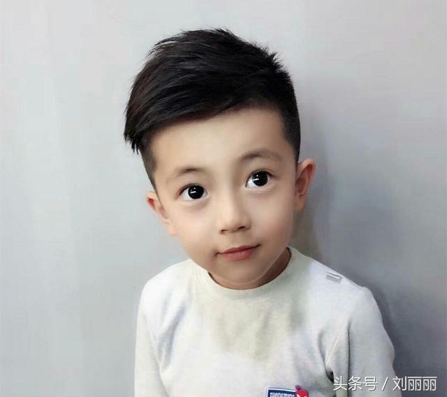 帅的小男孩�yg�_夏天最酷帅小男孩宝宝发型,妈妈们千万不要让你儿子错过