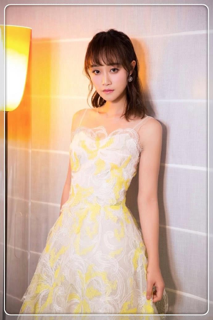 藍盈瑩越來越有女人味了!身穿紅色波點裙,顯優雅又大方!圖片