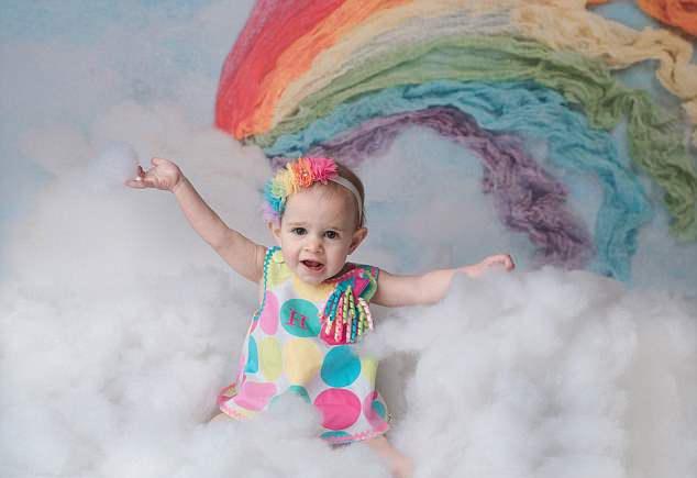 女子在15年时间里流产5次,通过做试管婴儿成功产下一女婴
