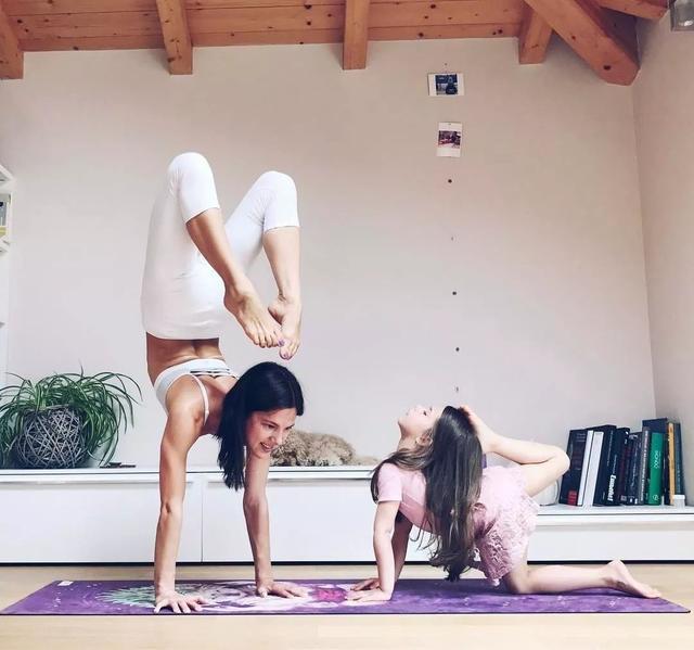 一對超美的母女瑜伽照,溫馨爆棚圖片