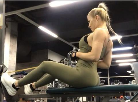 赫拉姆索娃平时还热爱健身