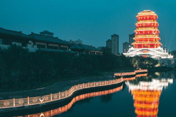 西安城北的汉文化公园,曾经的臭水沟,如今夜色美丽且门票免费