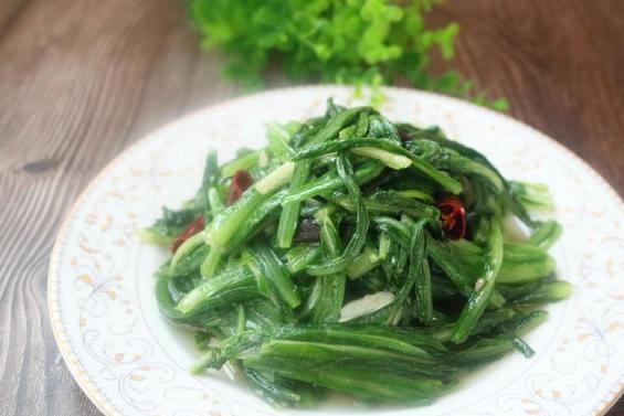 """这种蔬菜有""""凤尾""""之称,营养价值比生菜高,比莴笋好,要常吃!"""