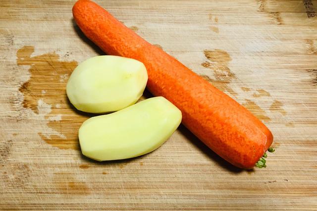 一根胡萝卜、两个土豆,不炒不煮,上锅简单一蒸,营养又美味