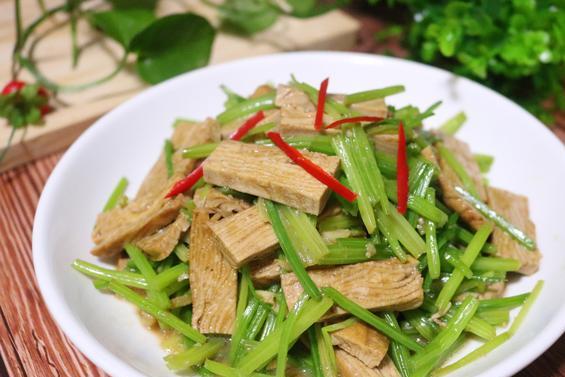 芹菜和它一起炒,比炒肉更好吃,可惜很多人都没吃过!