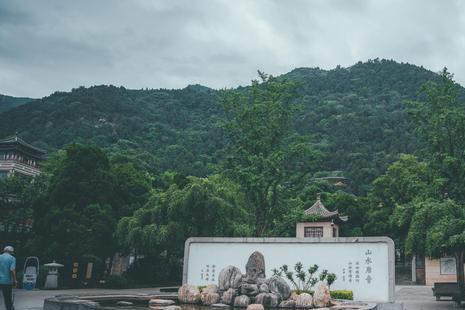 一口温泉,历史上多位帝王在此修建行宫,唐玄宗更是在此不愿早朝
