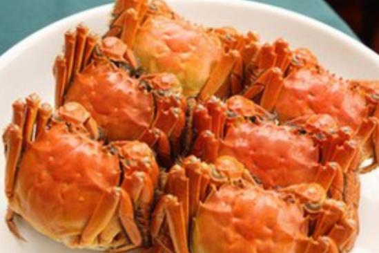 挑选螃蟹时,掌握这4个小技巧,螃蟹肥美蟹黄多,一看就知是内行