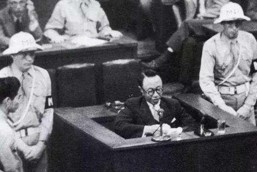 东京审判时,溥仪和天皇对骂,将七名日本战犯送上了绞刑架
