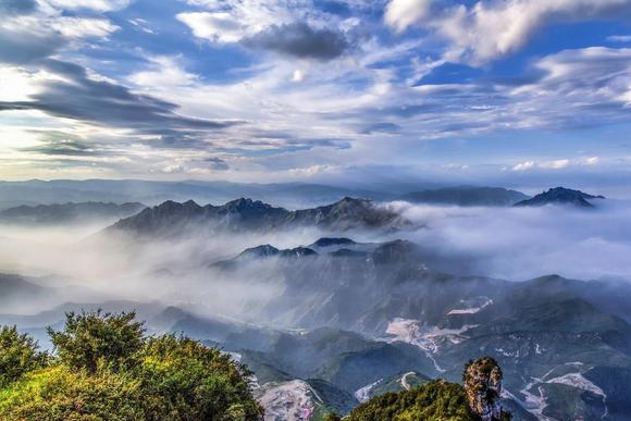 """我国唯一的大理岩峰林景观,华北平原西北之龙首,号称""""小黄山"""""""