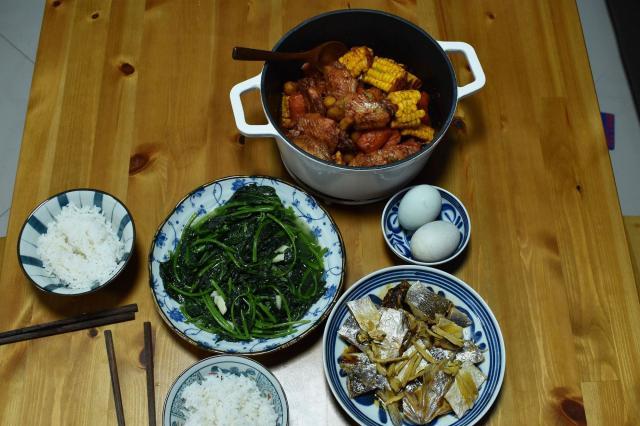两口子的晚餐,3道家常菜,其中一锅菜又香又养生,满满家的味道