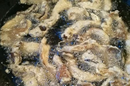 饭店的干炸蘑菇为啥那么好吃?牢记这些你也能做,酥脆好吃不油腻