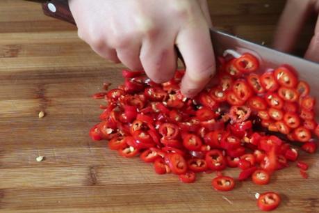 秘制辣椒油的做法,既简单又美味,既可以做凉拌菜,又可以当蘸料