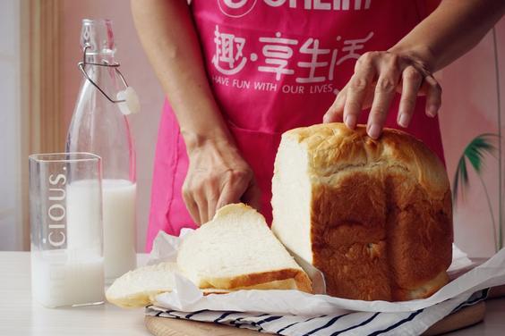 想吃北海道吐司不用买,教你手不碰面粉,做出来的面包柔软似棉花
