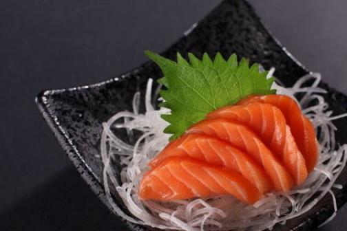 """这鱼被日本人叫做""""脑黄金"""",当地人天天吃不腻,在国内却没人买"""