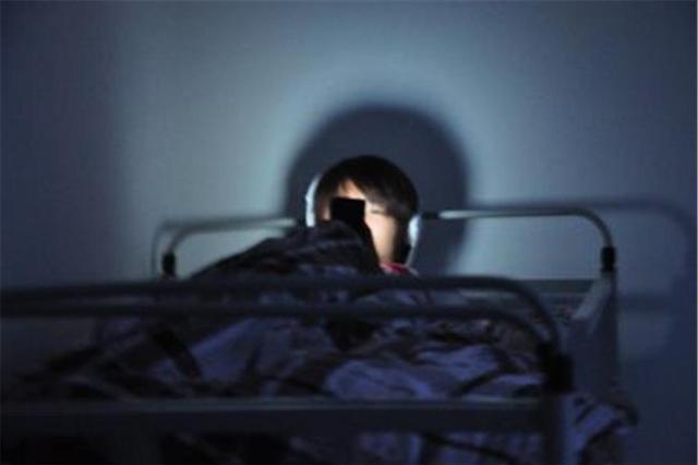 暑假来袭,孩子还在熬夜吗?这可不只是影响身高和智力