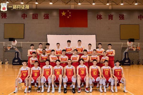 中国男篮14人名单正式出炉,一个时代的结束,姚明做出重要决定