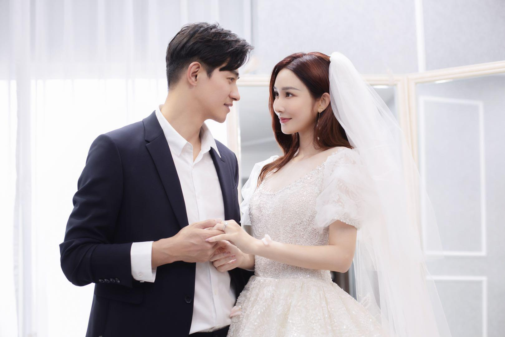 """李子峰官宣求婚现场照曝光 网友称""""又一个理想型结婚了"""""""