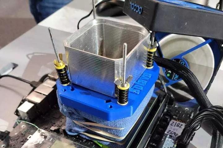 12代i9-12900K液氮超频6.8GHz,韩国七成锂电池起火源自LG电池