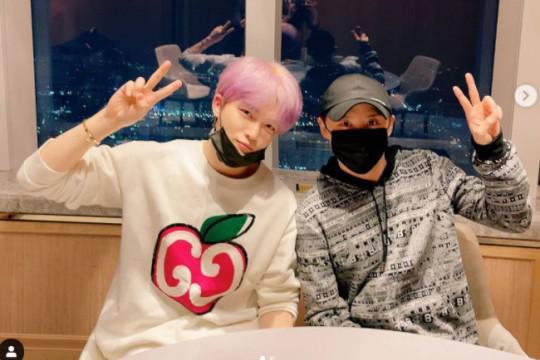 JYJ成员金在中SNS发布与金俊秀合影
