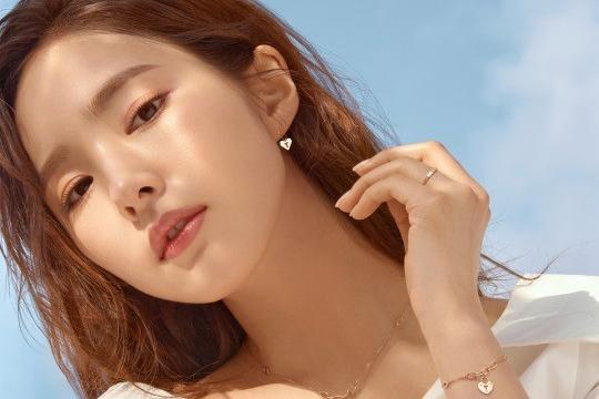 韩女星申世景拍珠宝品牌宣传照气质纯净
