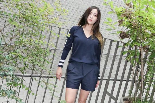 T-ara成员朴孝敏发布近照 穿平底鞋仍有长腿