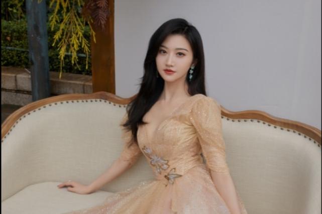 网友办户外婚礼,偶遇赵雅芝景甜杨丞琳等明星到婚礼现场拍照取景