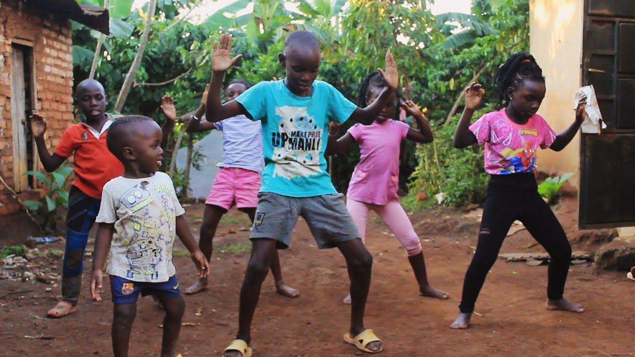 """非洲人跳舞天赋""""世界第一""""?看到10岁小孩跳舞,网红自叹不如"""
