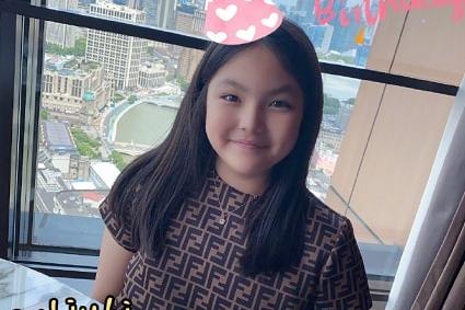 李湘王岳伦为女儿庆生,12岁王诗龄气质出众,和妈妈越来越像!