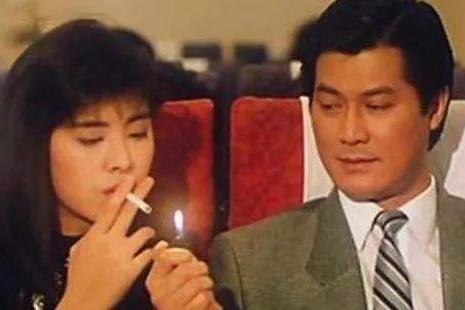 2008年,邓光荣当众羞辱郑少秋,向华强不敢惹他,3年后横死家中