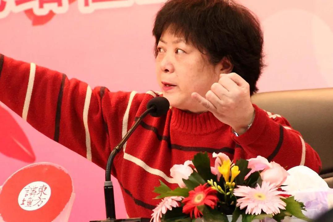 《新老娘舅》柏万青评价两极分化严重,网友支持她重回荧屏吗?