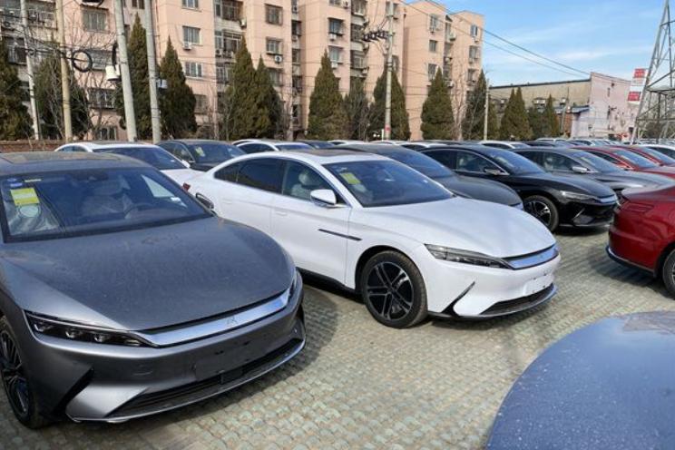 """中国新能源车""""新格局"""":销量冠军再次易主,特斯拉、五菱被反超"""